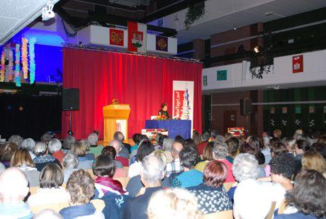 Autorin Zsuzsa Bánk liest in der Aula der Bertleinschule zu den 22. Literaturtagen Lauf