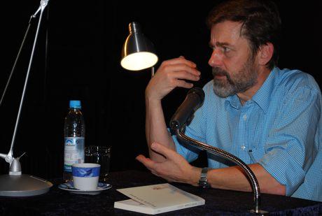 Der Schweizer Autor Peter Stamm beantwortete viele Fragen nach seiner Lesung im Kellertheater des CJT-Gymnasiums